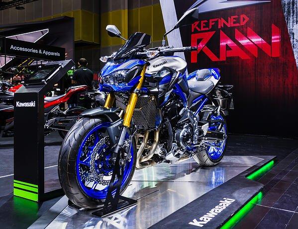ดาวน์รถ Bigbike Kawasaki (z800)