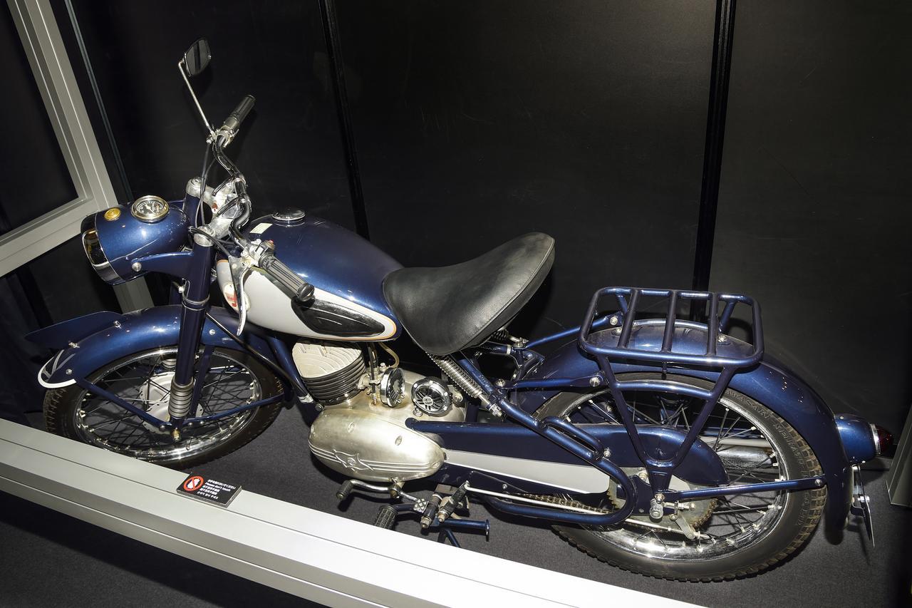 Kawasaki meihatsu 125 blue